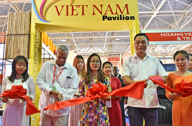 Empresarios vietnamitas contra el bloqueo