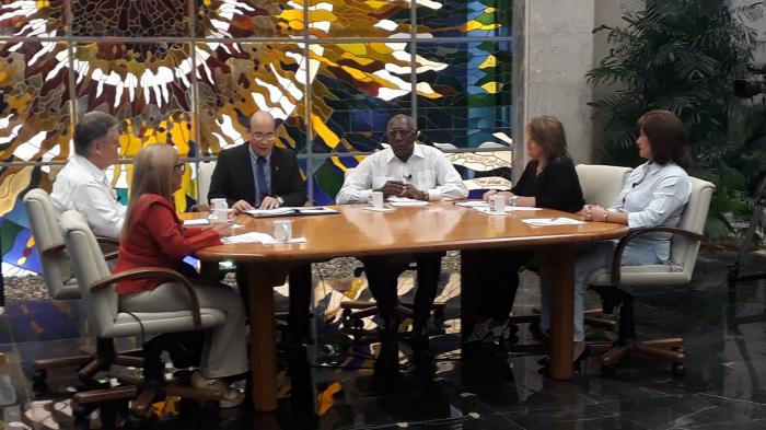 Las recientes medidas económicas fueron informadas al pueblo a través del espacio de la Mesa Redonda, donde se brindó abundante información sobre las nuevas disposiciones.