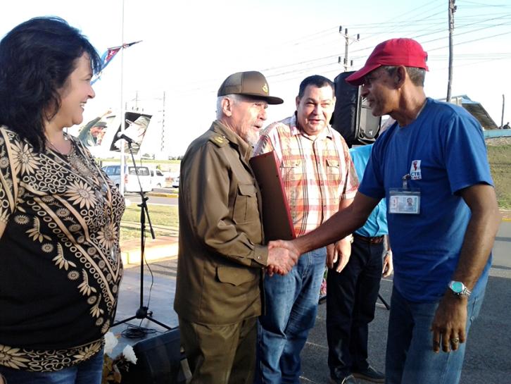 Visita Ramiro Valdés Menéndez industrias de Cienfuegos