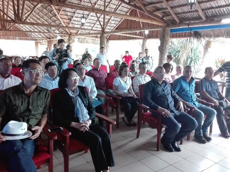 Recorre Vicepresidenta vietnamita áreas arroceras de Pinar del Río