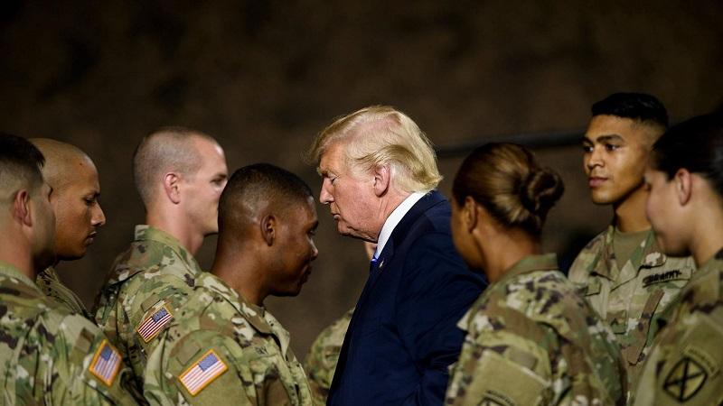 Ordena Trump envío de soldados armados a la frontera con México
