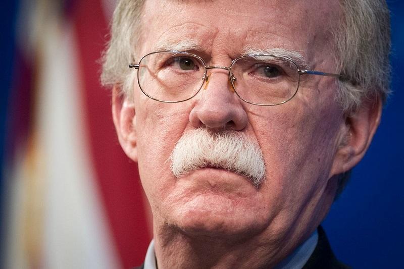 Bolton anuncia en Miami restricciones a remesas y viajes a Cuba