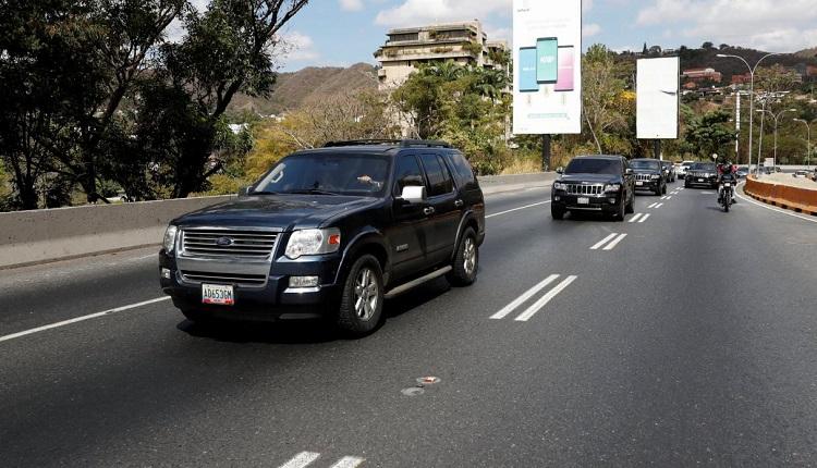 Venezuela cierra la frontera con Brasil y evalúa cerrar la de Colombia