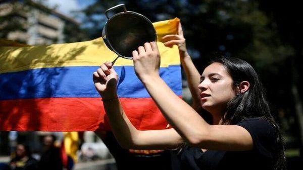 Gran cacerolazo en Colombia en rechazo a masacres contra la población