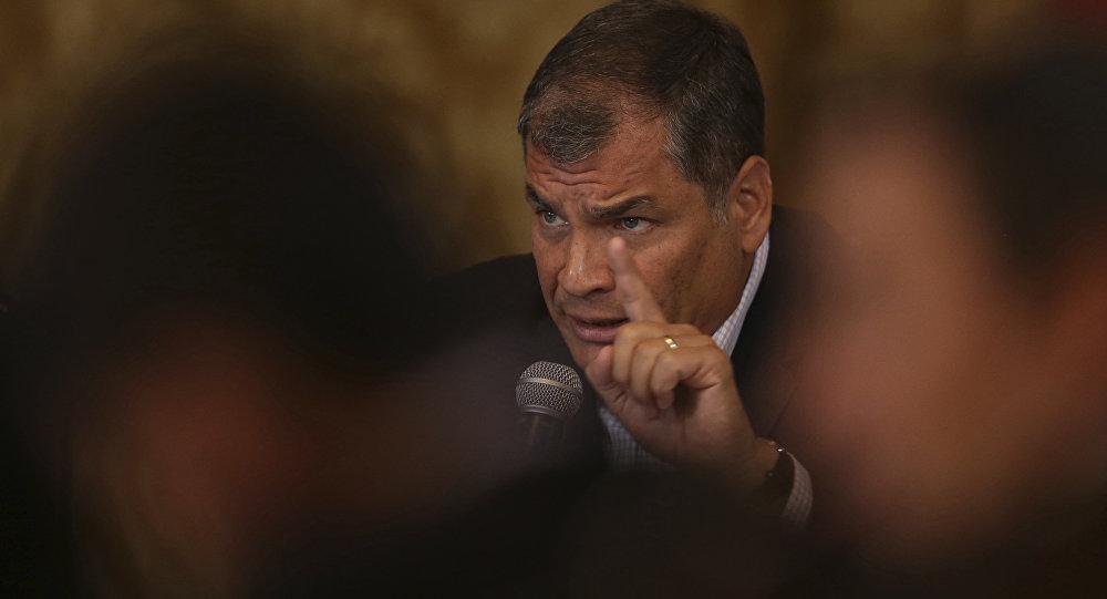 Rechaza Rafael Correa decisión de retirar asilo a Julian Assange