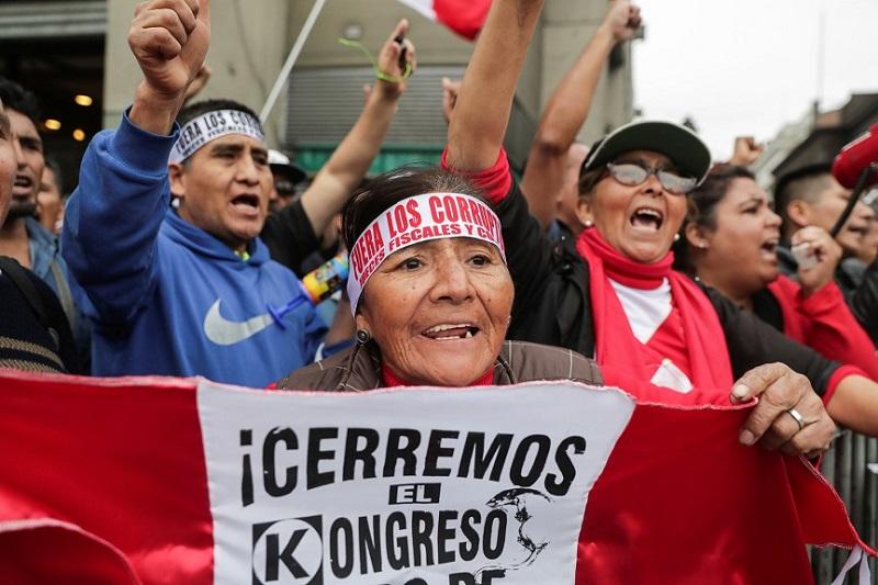 Renuncia la vicepresidenta de Perú
