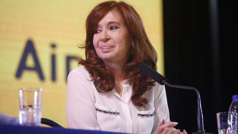 Sorprende Cristina Fernández al renunciar a candidatura presidencial