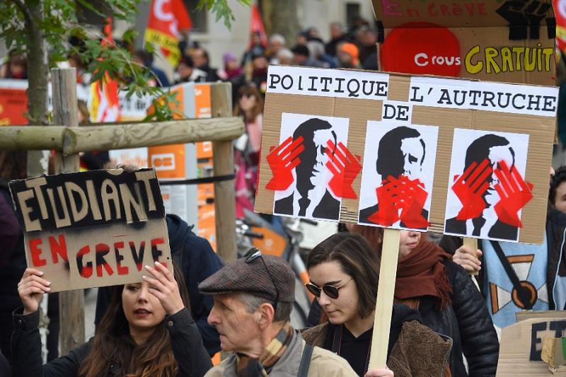 Vive Francia su segunda jornada de huelga nacional