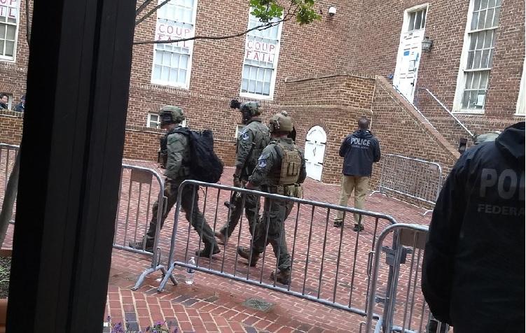 Policía norteamericana irrumpe en Embajada de Venezuela en Washington