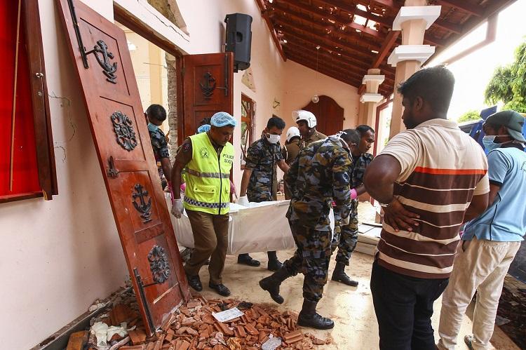 Atentados a iglesias y hoteles en Sri Lanka causan más de 200 muertos