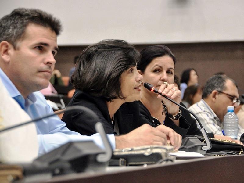 """Díaz-Canel: """"Se necesita creatividad y esfuerzo ante el complejo escenario económico"""""""