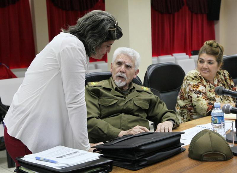 Evalúa Ramiro Valdés Menéndez programa de desarrollo del biogás en Sancti Spíritus