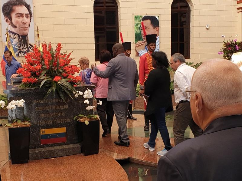 Viceprimer ministro cubano rinde homenaje a Chávez  en Caracas