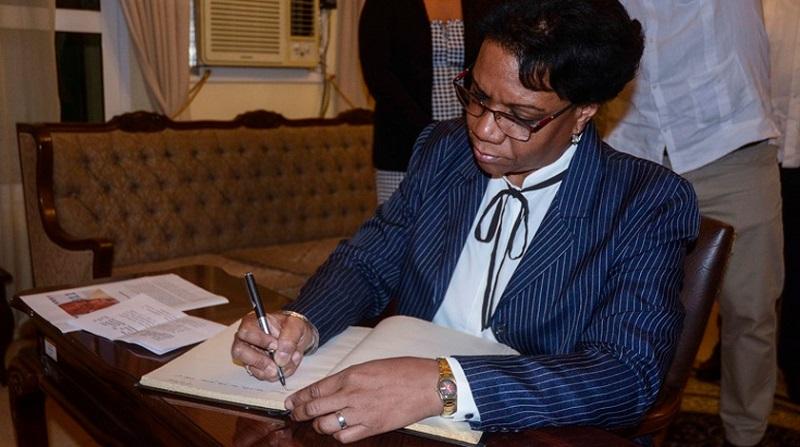 Firman libro de condolencias por deceso de Marcelino Dos Santos