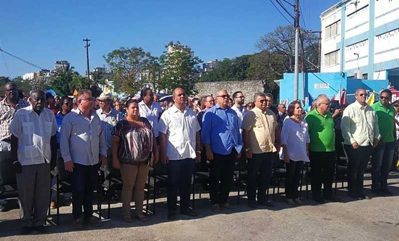 Envían Raúl y Díaz-Canel ofrendas florales a mártires del sabotaje del vapor La Coubre