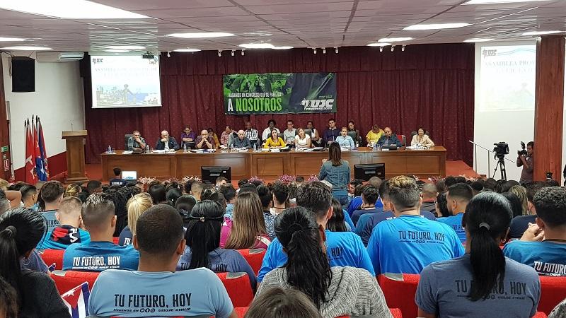 A debate aportes de la juventud cubana al desarrollo socioeconómico