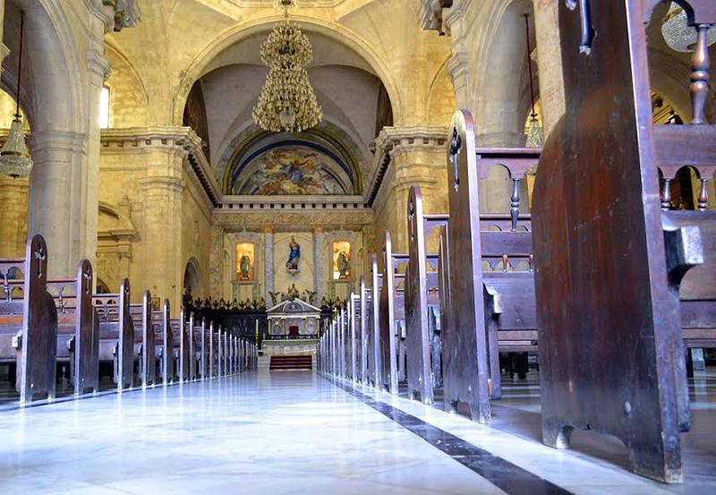 Iglesia católica supende celebraciones públicas en templos