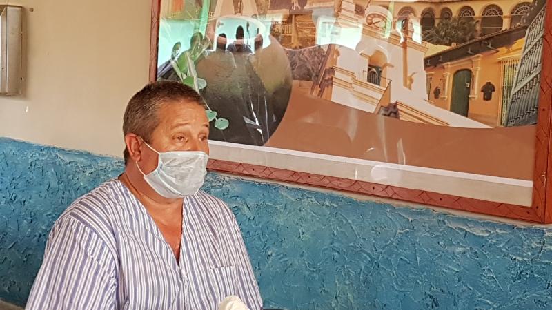 Jefe de los Servicios de Medicina Interna Hospital Militar, Mayor doctor Vladimir Escobar