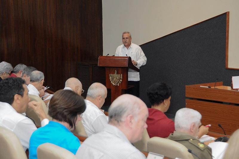 """Díaz-Canel: """"Con el Plan de la Economía tiene que haber rigor, disciplina y control"""""""