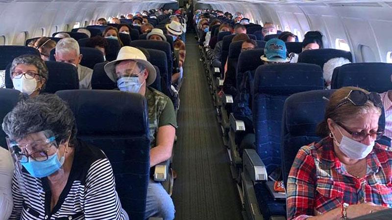Regresan al país cubanos varados en Estados Unidos debido a la COVID-19