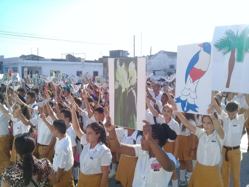 Inocencia vestida de amor como abrazo al Apóstol de Cuba