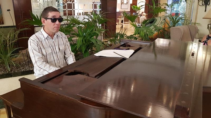 La música de Ernesto Macías no necesita luces, solo sueños