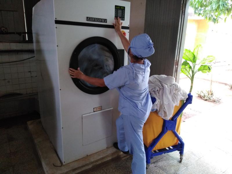 El proceso de desinfección de la ropa es fundamental en esta etapa de pandemia.