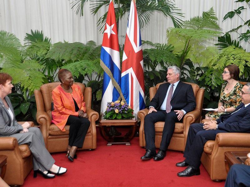 Presidente de Cuba recibe a la baronesa británica Valerie Amos