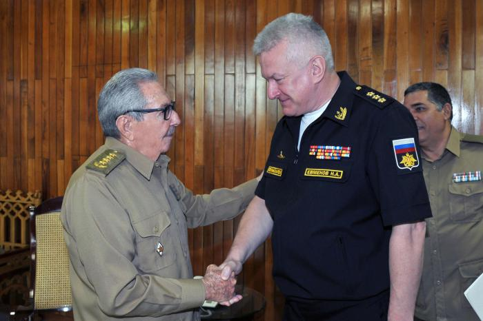 Raul Castro receives Commander-in-Chief of Russian Navy