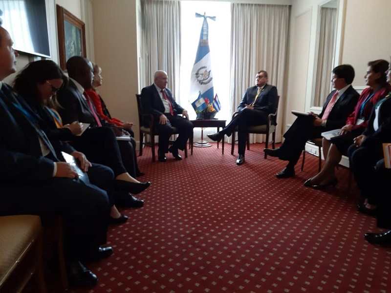 Cuban Deputy PM exchanges with Guatemalan VP