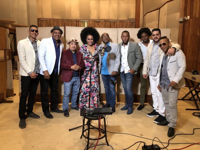 Un viaje por la música cubana en voz de Aymée Nuviola
