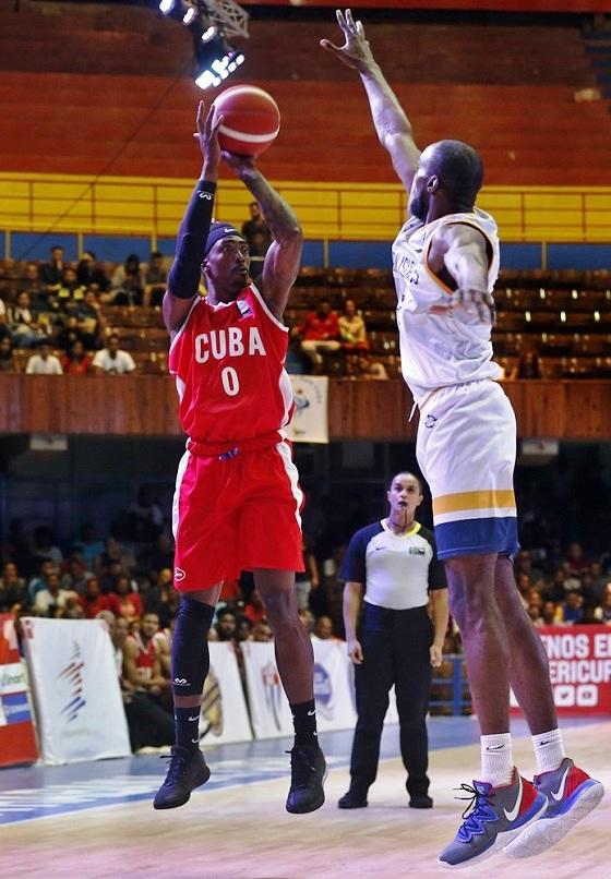 Cubanos caen en su debut