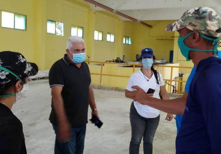 Monitoreo a la Planta Potabilizadora Nuevitas por el Delegado Provincial del INRH en la provincia, Leonardo Soto.