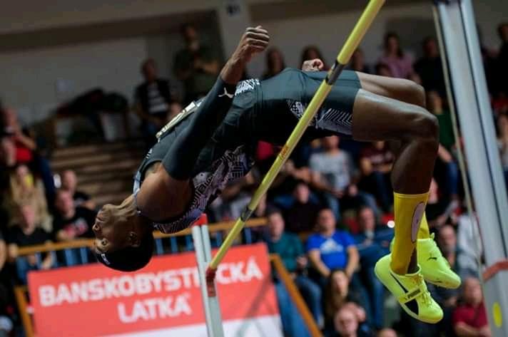 Cubano Zayas logró marca personal de 2.33 metros y domina en Eslovaquia
