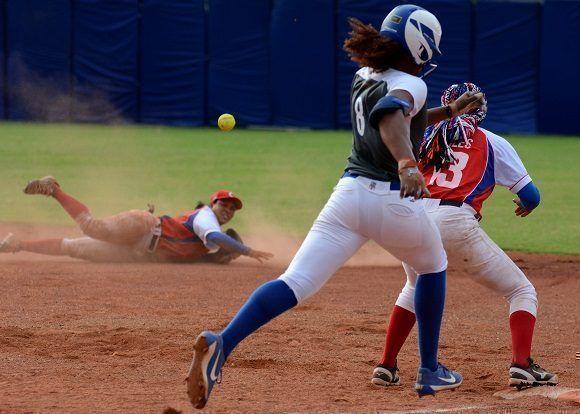 🎧 Softbolistas cubanos le hacen swing a la COVID-19