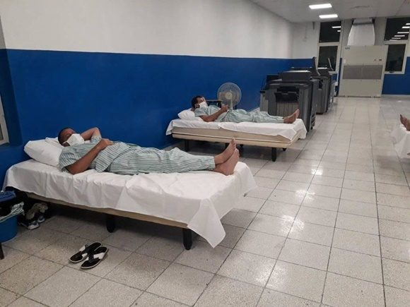 Agradece presidente cubano labor de los trabajadores de la Empresa Poligráfica Enrique Núñez Rodríguez