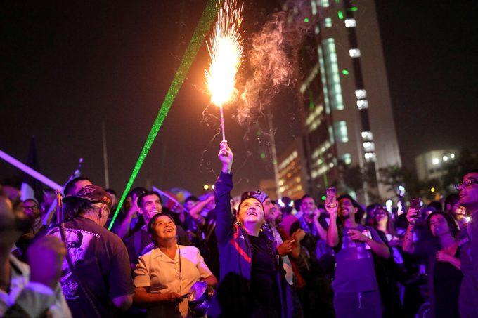 Celebran miles de chilenos nuevo año en la Plaza de la Dignidad