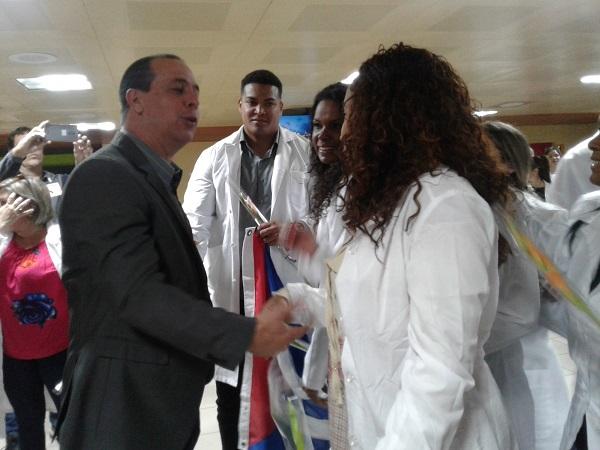 En la Patria otro grupo de colaboradores del Programa Más Médicos