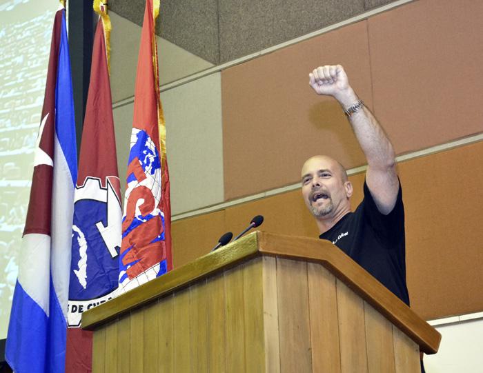 Gerardo Hernández solicitó a los participantes del encuentro que transmitieran el agradecimiento a las personas de sus respectivos países que no pudieron acudir a este encuentro de La Habana. Foto: Abel Rojas Barallobre