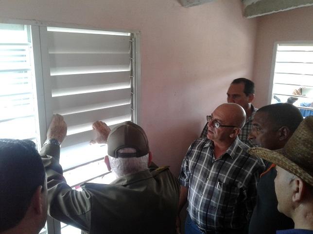 Evaluó Ramiro Valdés situación de la vivienda en Las Tunas