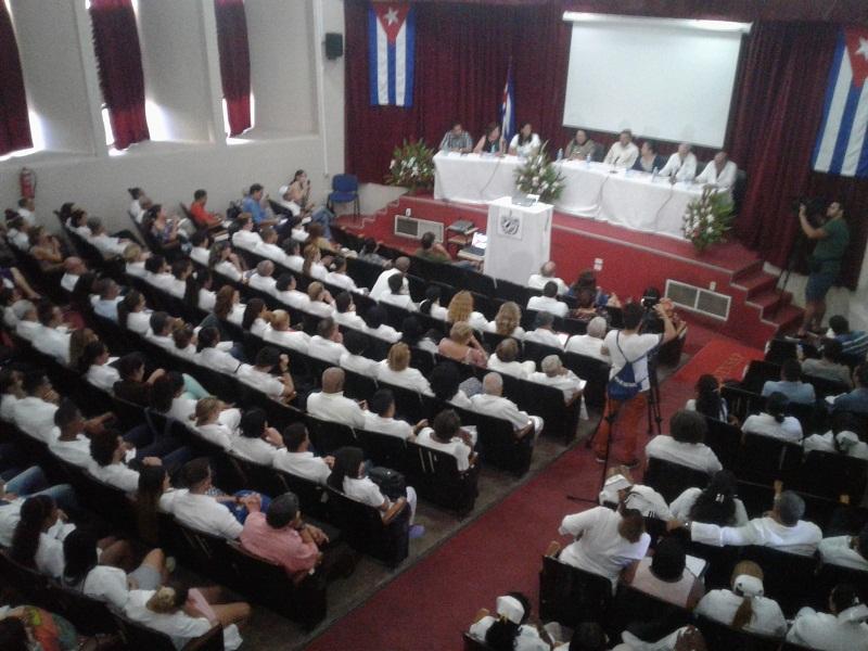 Galenos cubanos denuncian afectaciones por el bloqueo norteamericano