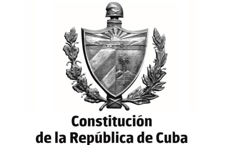 Favorable acogida a la Constitución en su primer día en la calle