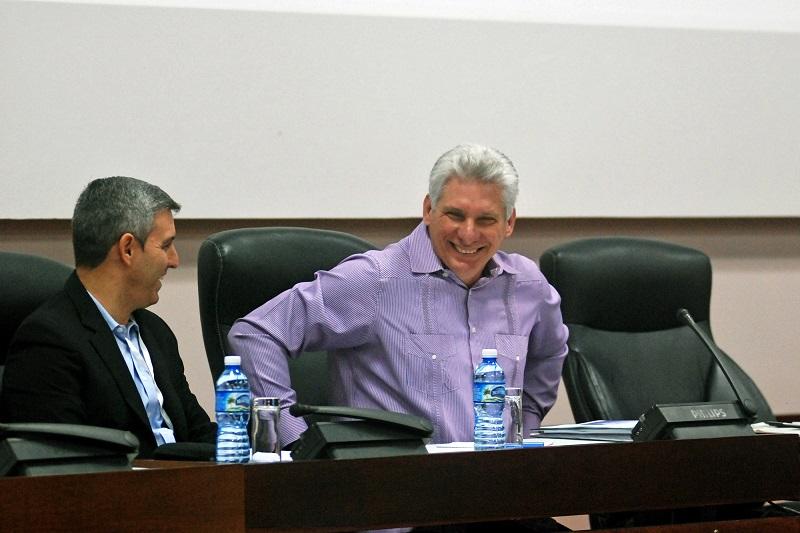 Asiste Presidente cubano a debates del Parlamento