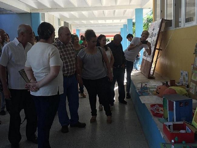 Vicepresidente cubano analiza  programas de educación y salud