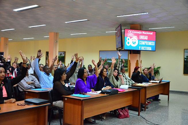 Aprueban reconocimiento a colaboradores cubanos en Pleno de la CTC