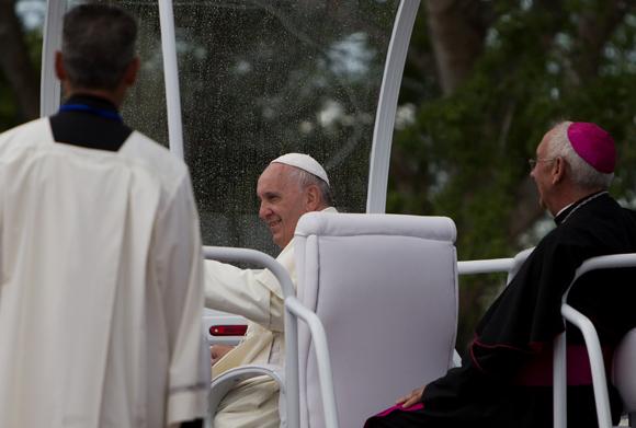El Papa Francisco arribó al aeropuerto internacional Antonio Maceo de la ciudad de Santiago de Cuba