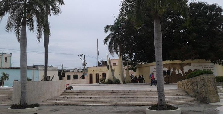 Reaniman las luces de la Plaza Martiana en Las Tunas