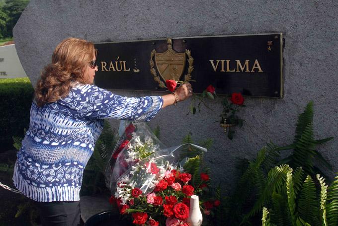 Tributo a Vilma Esp�n en el Segundo Frente Oriental por Aniversario 56 de la FMC