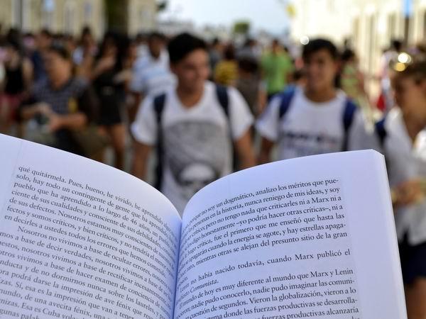 Presentes en Holgu�n obras literarias de Antonio Guerrero y Ram�n Laba�ino