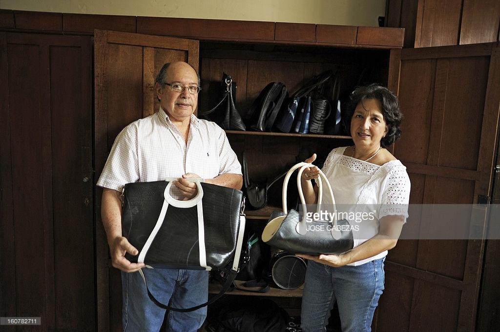 María Ruffati se ha vuelto famosa por sus diseños en neumáticos usados